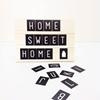 Houten tekstbord met letterkaartjes